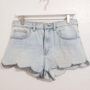H&M | Light Wash Scallop Hem Jean Shorts